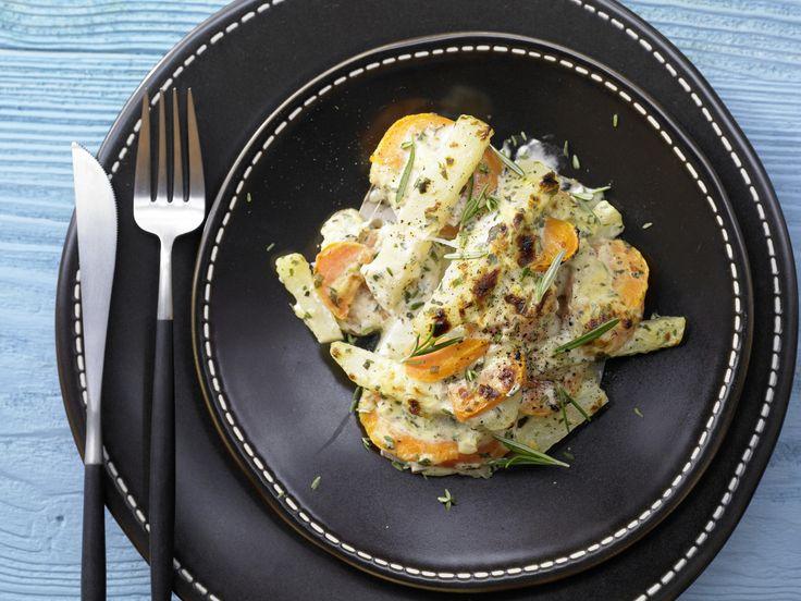 Möhren-Kohlrabi-Gratin - mit Kräuterquark - smarter - Kalorien: 392 Kcal - Zeit: 25 Min. | eatsmarter.de Dieses leichte und kohlenhydratarme Gratin solltet Ihr unbedingt einmal probieren.