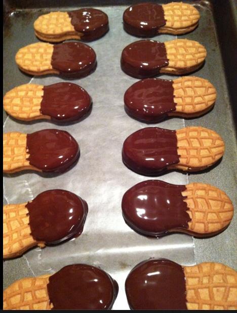 Hugs & CookiesXOXO: NUTTERBUTTER & BUTTERFINGER CHEESECAKE BARS