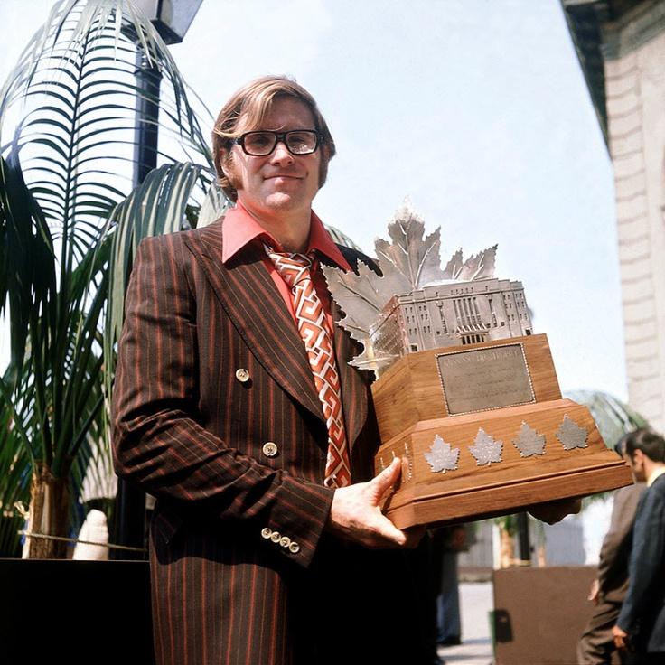 Ken Dryden : En 1971, après avoir joué seulement 9 parties en saison régulière, il mène le Canadien à la conquête de la Coupe Stanley et se voit décerner le trophée Conn Smythe comme joueur par excellences des éliminatoires. Il est le seul joueur dans l'histoire de la LNH à obtenir cet honneur avant de recevoir le trophée Calder en tant que recrue par excellence de l'année 1972.