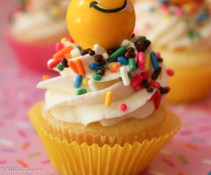 mini bubble gum emoji cupcakes
