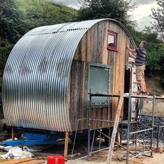 caravan construction with corrugated metal and wood planks