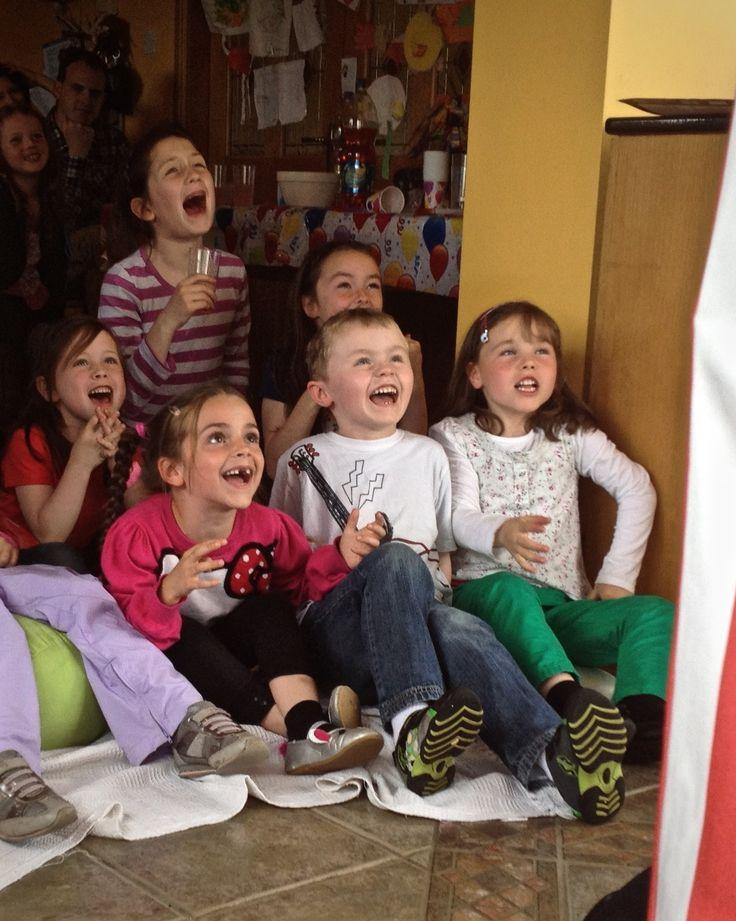 Kids enjoy a Custard Pie puppet show... www.custardpie.ie