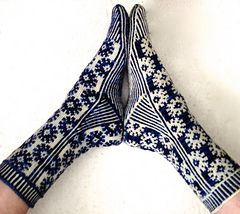 Beautiful sock pattern. Knitting. Starry starry night pattern.