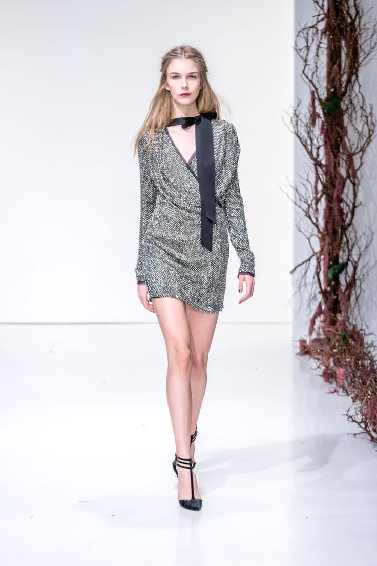 Rachel Zoe Fall 2016 Ready-to-Wear Fashion Show   Diversity on this runway could be much better http://www.theclosetfeminist.ca/   http://www.vogue.com/fashion-shows/fall-2016-ready-to-wear/rachel-zoe/slideshow/collection#12