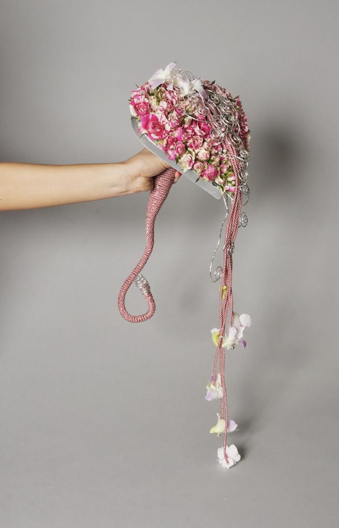 A VIRÁGKÖTÉSZET unusual wedding bouquet unique wedding bouquet