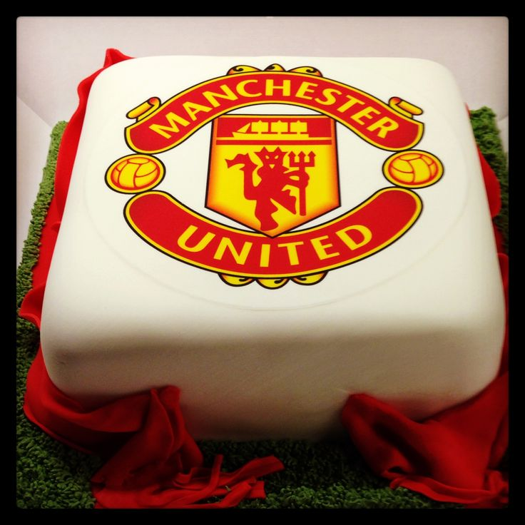 Manchester United Cake. 100% Edible. Vanilla sponge, vanilla buttercream and strawberry conserve.