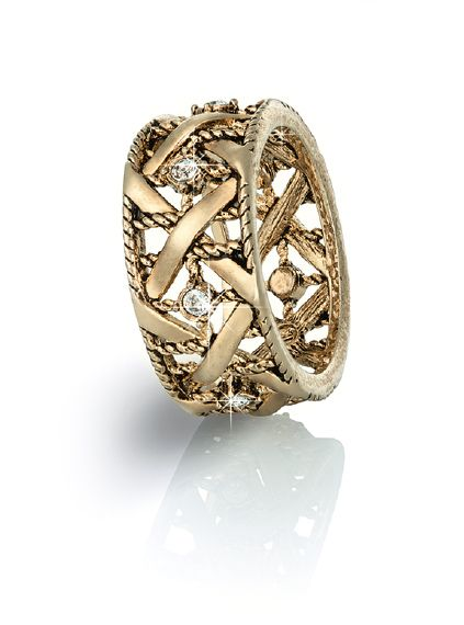 Кольцо  Гипоаллергенный ювелирный сплав. Покрытие из желтого золота «антик». Кристаллы Swarovski круглой огранки цвета «бриллиант». Ширина ободка кольца – 1 см.