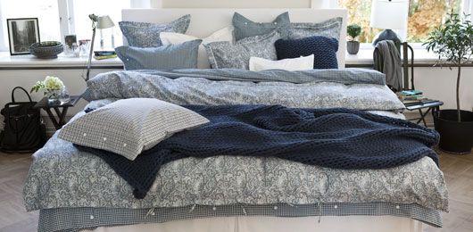 I del 9 av Äntligen Hemma inreder Lulu ett sovrum i guld och blått och bäddar med Mille Nottis bäddset.. Läs mer >