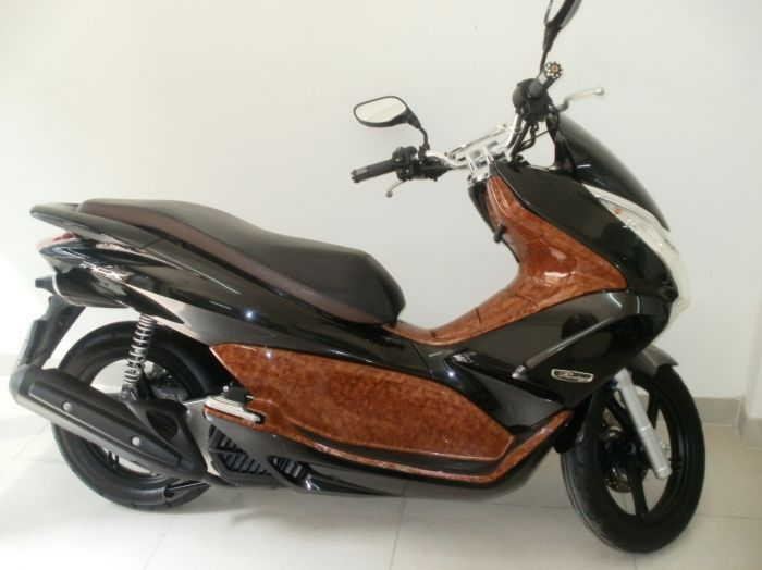 PCX PRESTIGE 125 CC.  Genuine 1,700 km.  modified variator ( acceleration is a lot smoother ).  Wood effect panels.