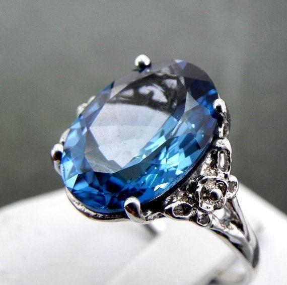 16x12mm 10 karaat Londen Blue Topaz set in een antieke stijl Floral 14K white gold ring  Ring is grootte 6 en verkrijgbaar in alle maten vanaf 4