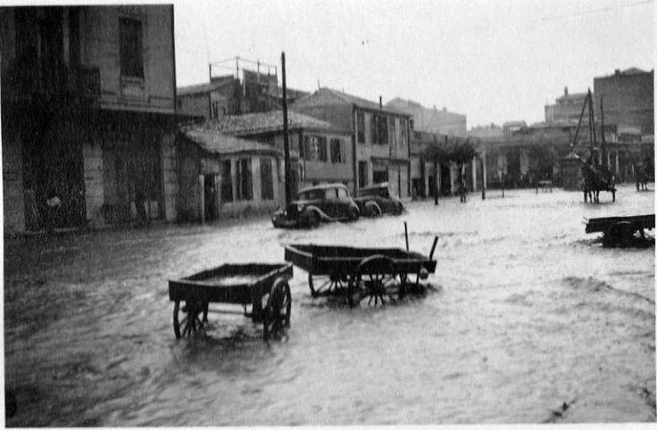 Ιούλιος 1941, πλημμυρισμένοι δρόμοι στην Θεσσαλονίκη μετά από καταιγίδα. (Από Γερμανό φαντάρο ).  ΦΩΤΟΓΡΑΦΙΑ ΑΠΟ - Stephan Dimos –