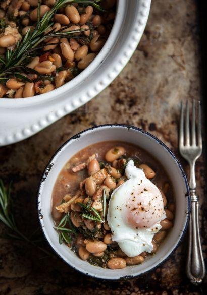 Potée de haricots blancs, bette à carde, lardons & œufs pochés