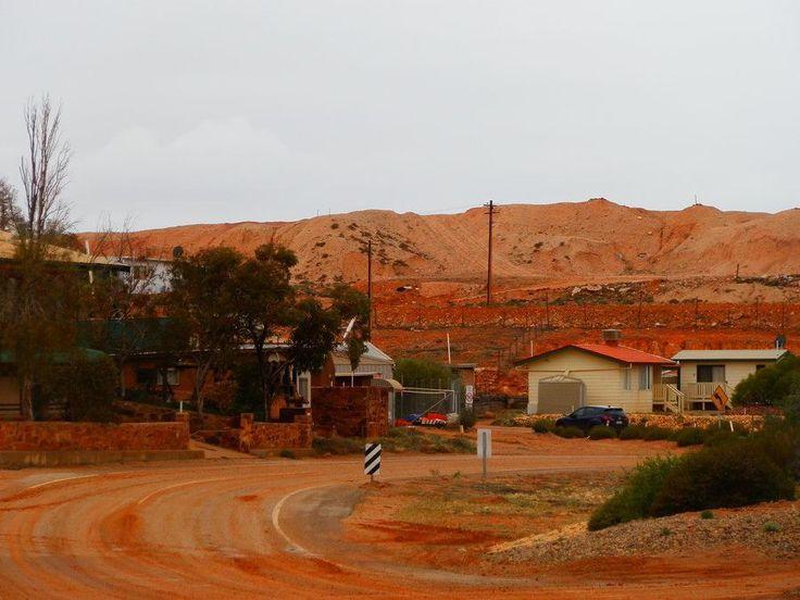 Dunnies, Dugouts and Dirt at Andamooka, South Australia! MORE: http://www.redzaustralia.com/2015/09/dunnies-dugouts-dirt-andamooka/