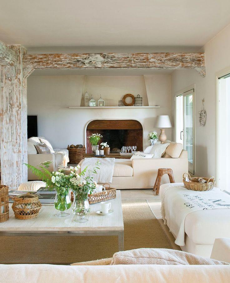 Madera clara  Los muebles claros hacen el espacio más luminoso, y bajos, ayudan a que la luz pase sin obstáculos.