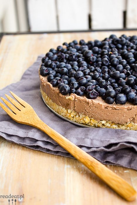 Tofu cheesecake with blueberries