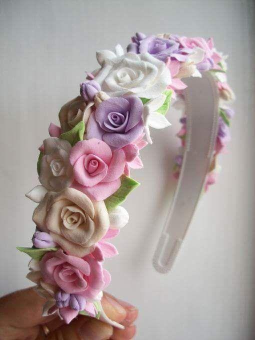 Tiaras com flores...uma moda muito cheia de cor!! Que arraso!!