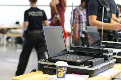 Am Dienstagnachmittag ebbt der Zustrom von Flüchtlingen nach Stuttgart ab. Die Bundespolizei hatte jedoch mit der Registrierung der Angekommenen alle Hände voll zu tun.