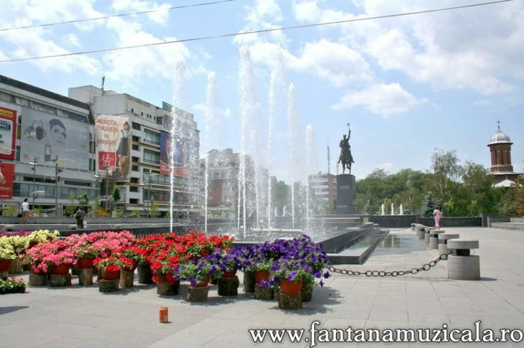 flowers festival Craiova 9 - From May 30 to June 2nd the entire Craiova City Center became the host for the Craiova Flowers Festival 2008. All the area near the musical fountain was inundated with flowers and decorative objects. Hosted by www.iCraiova.com