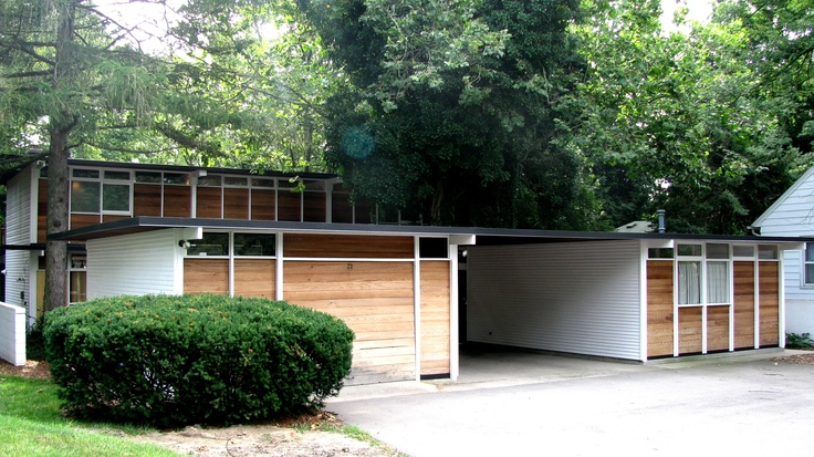 The Max De Pree House was designed by Charles and Ray Eames for the son of D.J. De Pree, the chairman of the Herman Miller Furniture Company in 1954.