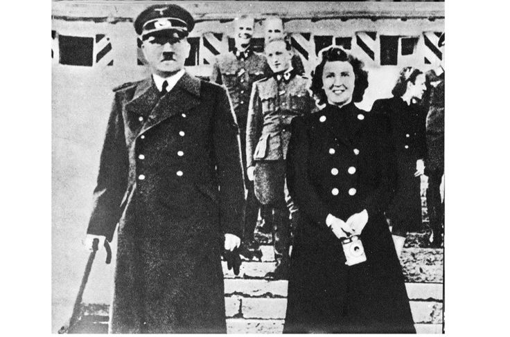First published in German in 2010, Eva Braun: Life with Hitler, Heike Görtemaker's biography of Hitler's mistress, tells the story of Braun's 14‑year relationship with Hitler and cha