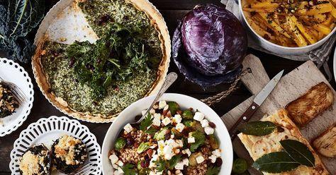 Vegetariskt julbord som bjuder på massor av smaker och färger, med mängder av alternativ för den som vill äta vegetariskt. Vegetarisk julmat med variation.