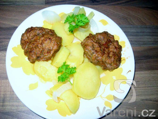 Nejjednodušší a nejrychlejší bramborový salát pod sluncem.