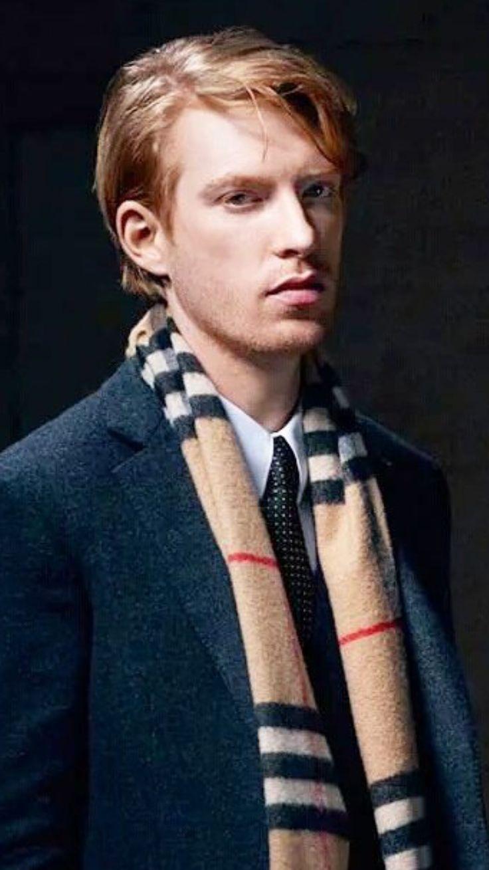 Caleb Smith (Domhnall Gleeson)