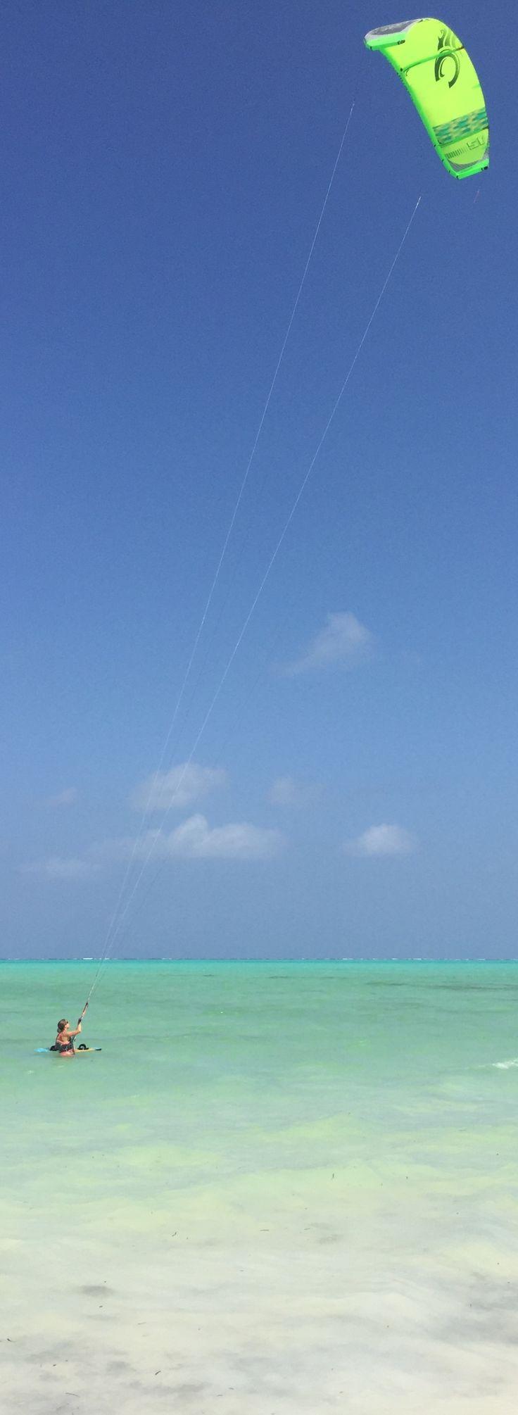 Nichts besser als das Gefühl gleich starten zu können! #kite #board #kitesurfing #zanzibar #paje #