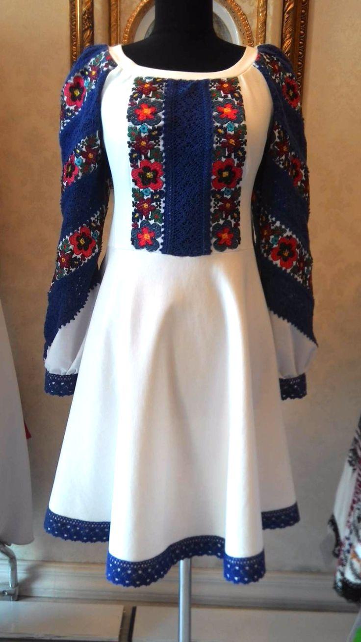 Плаття з старовинною вишивкою