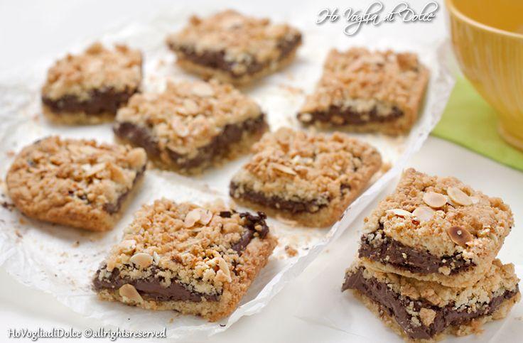 Quadrotti crumble nutella, cocco e mandorle, ricetta|Ho Voglia di Dolce