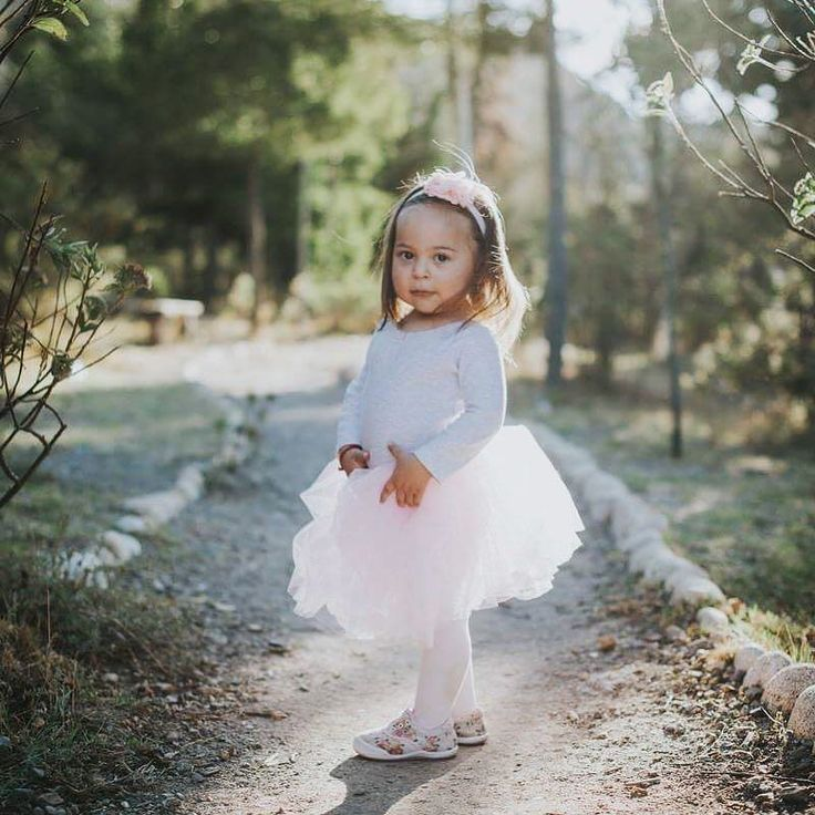 Wish I looked this cool in photos. Remember to slay everyday as good as this toddler in a tutu #pklfotografia #familyphotographer #familyphotoshoot #toddlerlife #slayallday #cooltoddler #babystyle #tutugirl #killingitdaily #familyphotography #kidsfashion #futuresuperstar