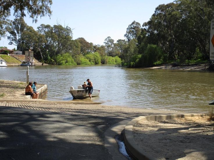 Nestled along the banks of the Edward river. Alongside the sandy shore of NSW's largest inland river beach lies McLean Beach Holiday Park, Deniliquin.