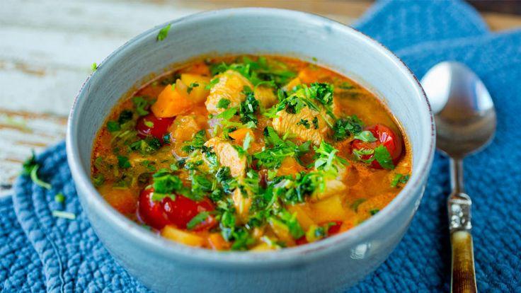 Epler kan selvsagt også brukes i det salte kjøkkenet og passer til alt som har godt av litt sødme og friskhet som en kyllingsuppe. Sammen med karri og kokos er dette en smaksrik suppe som vil varme på trauste dager.