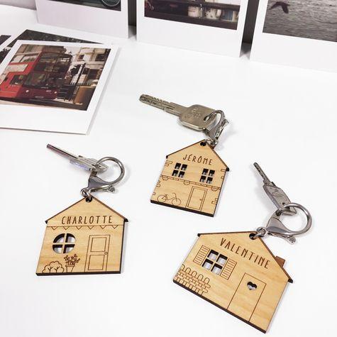 Porte-clés Maison bohème    https://www.happybulle.com/porte-cle-personnalise/porte-cles-personnalise-medaille-gravee-bois-maison-boheme-1388.html