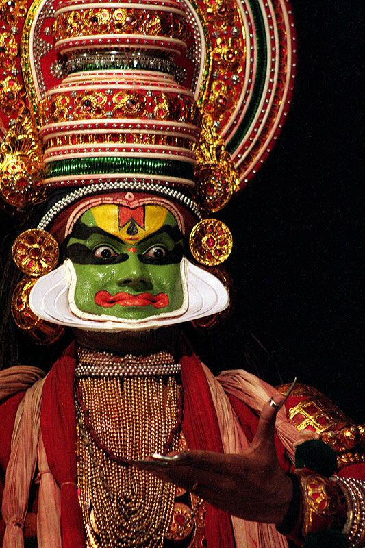 Kathakali dancer - Kathakali is a traditionnal Indian dance-drama famous for the makeup of the dancers, their impressive costumes. Being a dancer needs several years of training as every gesture is codified.