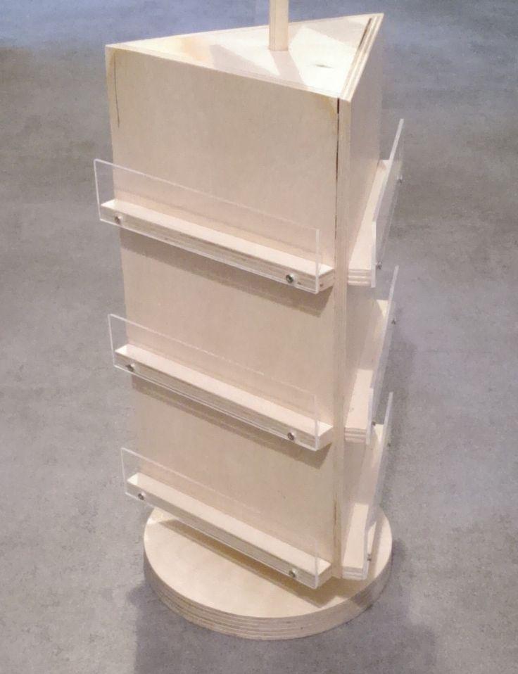 Een draaibare kaartenstandaard voor cadeau-en bloemenkaartjes. Dit model van de display molen hebben we speciaal ontworpen voor kaarten van 6x6 cm.
