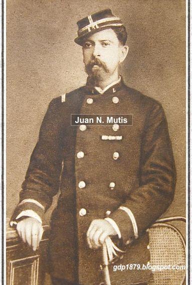 Teniente Juan Mutis, del Regimiento Cívico Movilizado Lautaro.  Tuvo participación en la Batalla de Tacna y el asalto al Morro de Arica (1880) y en enero de 1881 estuvo presente en las batallas de San Juan (Chorrillos) y Miraflores.  Participó además en la campaña de la Breña, en la expedición de Del Canto.  Tomado del blog de Jonatan Saona http://gdp1879.blogspot.com/2014/05/#ixzz4ksLkD5UY