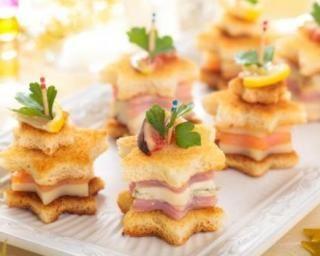 Toasts de Noël étoilés au saumon, au parmesan et au jambon maigre