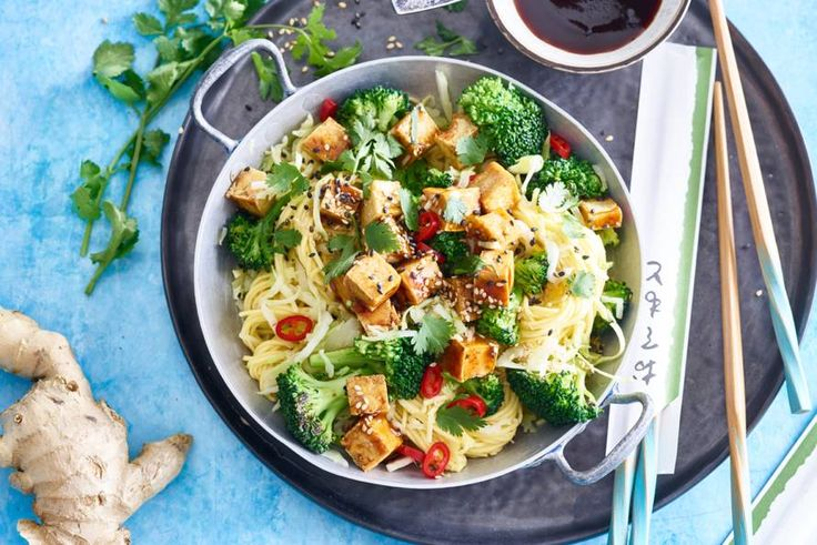 10 augustus 2017 - Broccoli in de bonus - Liefde vanaf de eerste hap - Pittige noedelroerbak met broccoli en teriyakitofu - Recept - Allerhande