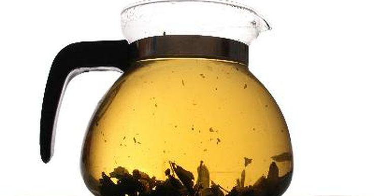 ¿Cuáles son los beneficios del té de hojas de sen?. Un laxante natural, el sen es el componente principal de muchos productos de limpieza de colon y pastillas para hacer dieta. En forma de té, está disponible como una hierba sola o como parte de una mezcla de hierbas digestivas complementarias.