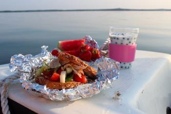 KultaKaura-aamiaisessa on paljon kesän tuoreita makuja, joten ei muuta kuin herkuttelemaan!