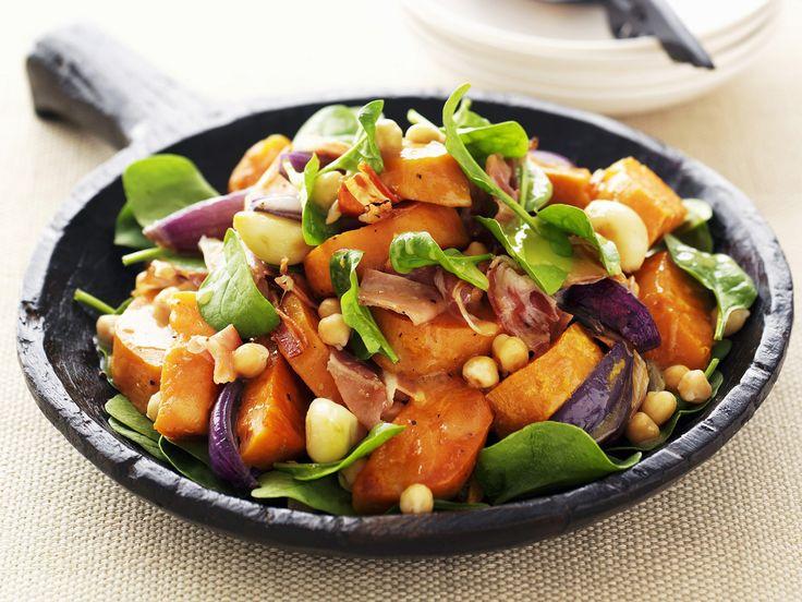 Süßkartoffel-Spinat-Salat | Kalorien: 390 Kcal - Zeit: 30 Min. | http://eatsmarter.de/rezepte/suesskartoffel-spinat-salat