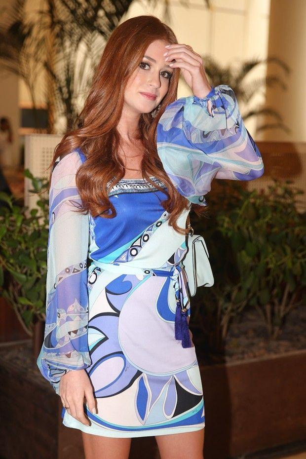 Com vestido curto, Marina Ruy Barbosa participa de almoço em SP