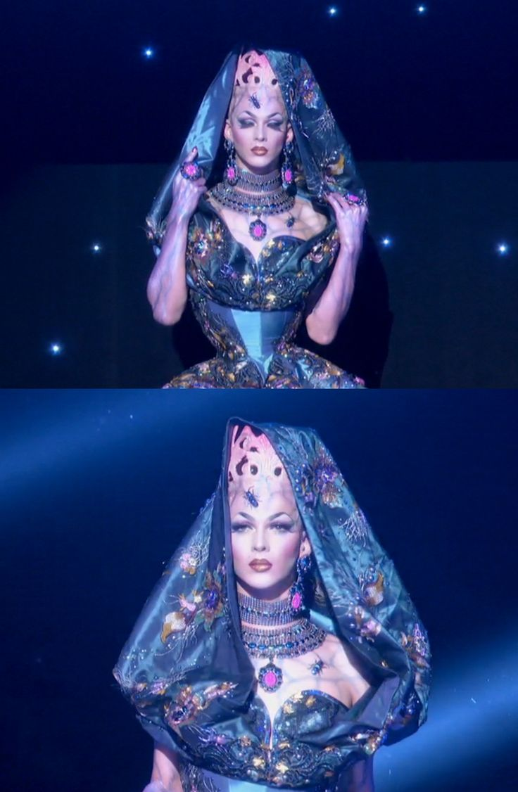 RuPaul's Drag Race, Season 8 Finale: Violet Chachki passing on her crown to Bob the Drag Queen