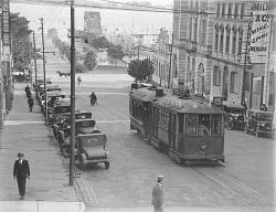 WAN-0006105 © WestPix FRED FLOOD COLLECTION: TRAM GOING SOUTH DOWN WILLIAM…