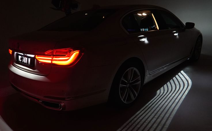 BMW 7 Series 2016 - Welcome Light Carpet It took 3 years to get this into production  #bmw #7series #exteriorlights #carlamps #innovation #projection #lightcarpet #maxklimke