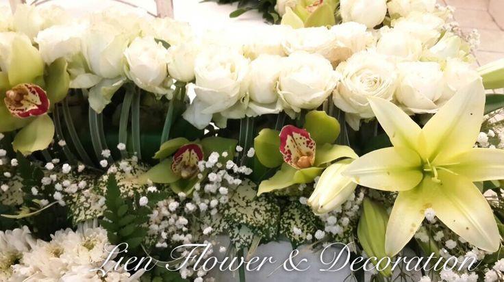 Elegant Casket sprays www.liengallery.com #liengallery #LienFlowerDecoration #florist #surabayaflorist #banjarmasinflorist #sympathy #coffin #cross #funeralflowers #dukacita #tutuppeti #bungasalib #bungatutuppeti #krans