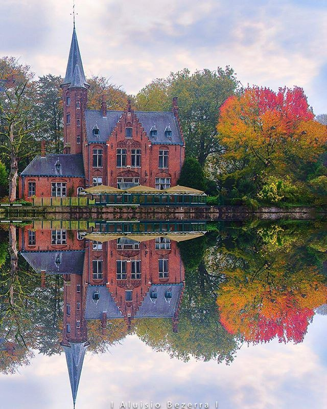 Belgium, Bruges, castle at lake Minnenwater