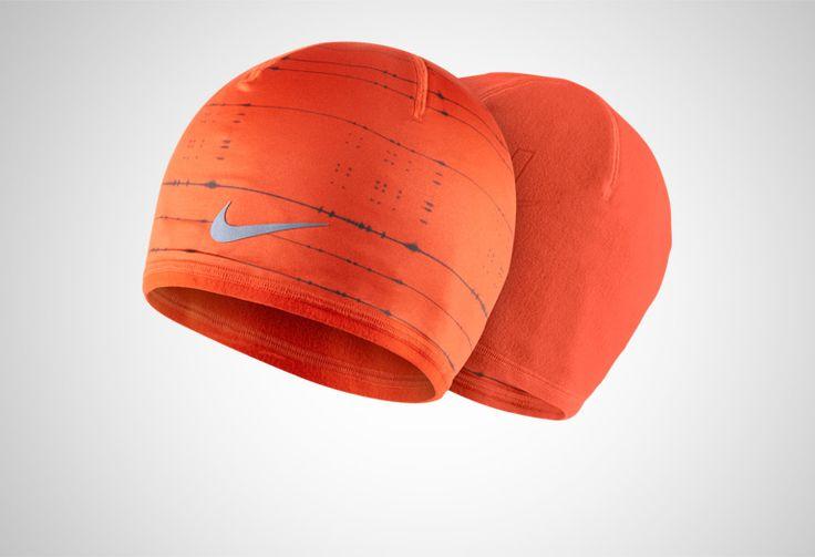 #Nike Run Cold-Weather Beanie - dwustronna czapka zimowa dla każdego biegacza. Czapka zapewnia optymalne zarządzanie wilgocią i odprowadzanie jej nadmiaru na zewnątrz. Czapki dostępne w kolorze czerwonym i pomarańczowym. #czapki #zima #dwustronna #drifit #jesienzima2014 #unisex