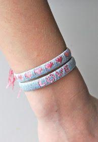 Für meine Kinder sind (wieder) ein paar Armbänder entstanden. Die Armbänder bestehen aus umwickelten Paketbändern und enthalten kur...